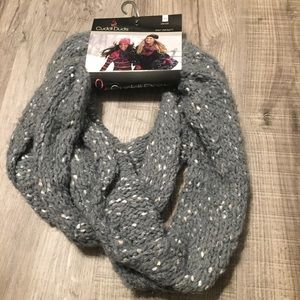Cuddle Duds knit infinity scarf